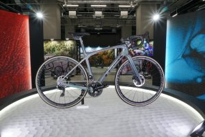新型ロードバイク